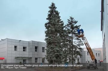 Персонал Shaden group украсил 4 елки для БЦ